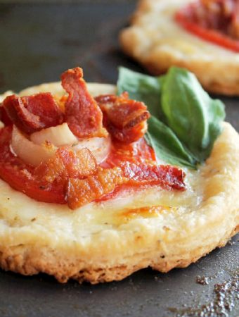 Tomato Tarts with Bacon and Cheese
