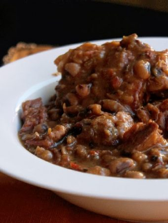 Slow Cooker Black Eyed Peas with Ham Hocks