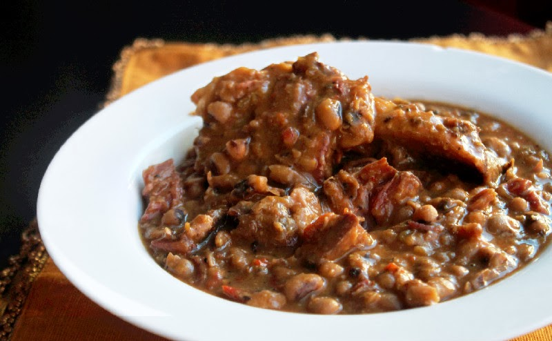 Slow Cooker Black Eyed Peas with Ham Hocks - Creole Contessa