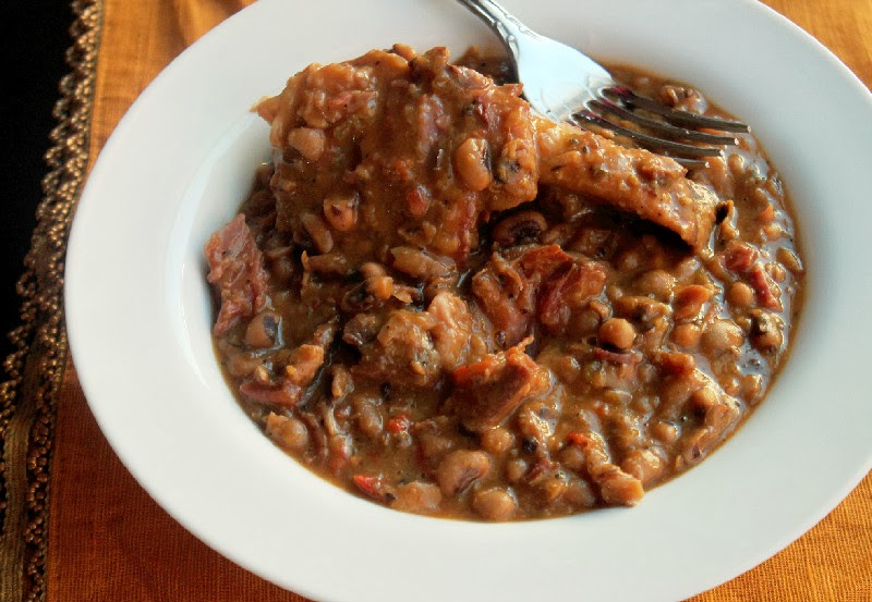Easy Slow Cooker Black Eyed Peas with Ham Hocks