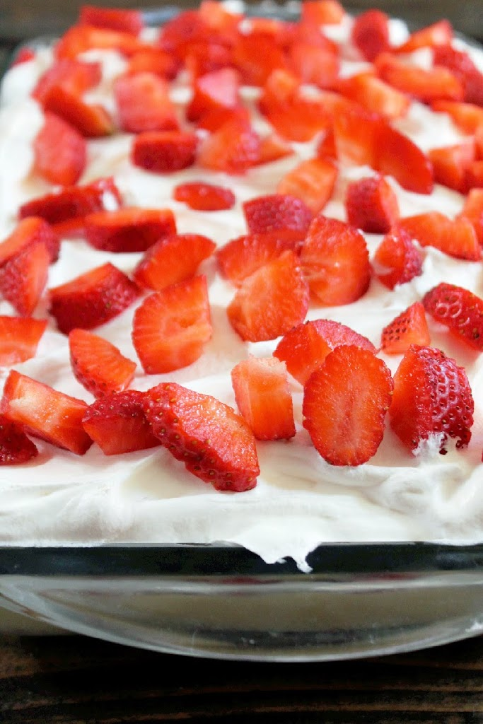 No Bake Strawberry Banana Pudding Twinkies Cake