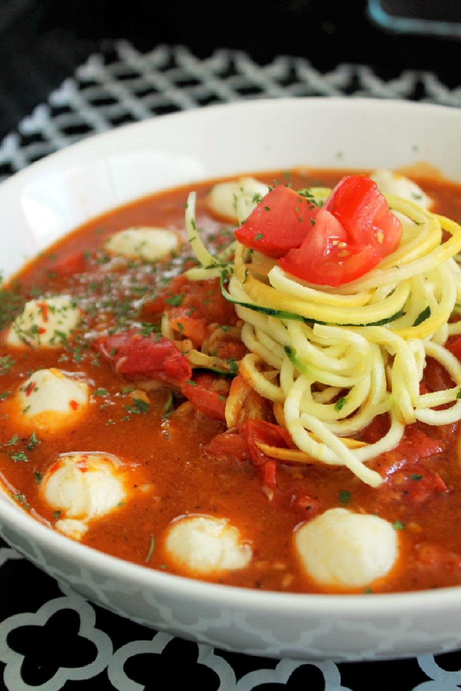 zucchini pasta with tomato sauce creole contessa. Black Bedroom Furniture Sets. Home Design Ideas