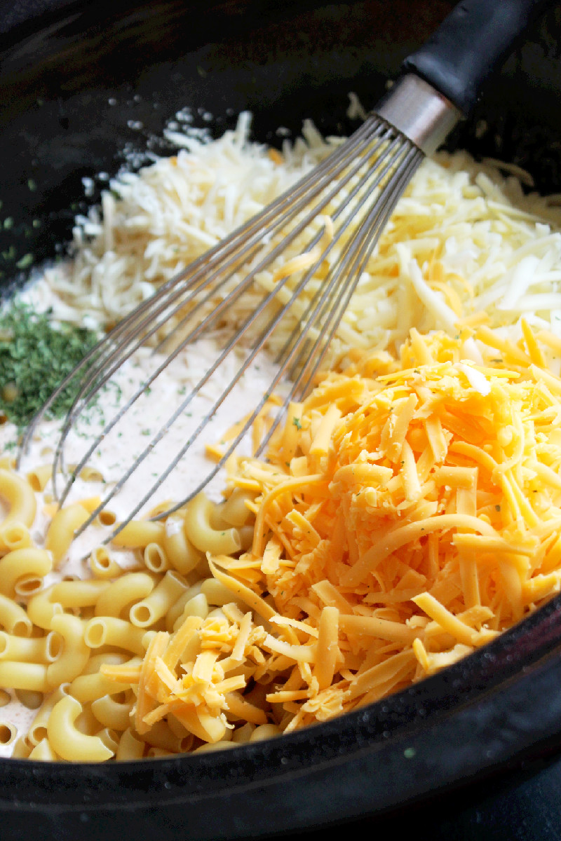 Slow Cooker Macaroni and Cheese with 6 Cheeses-Creole Contessa