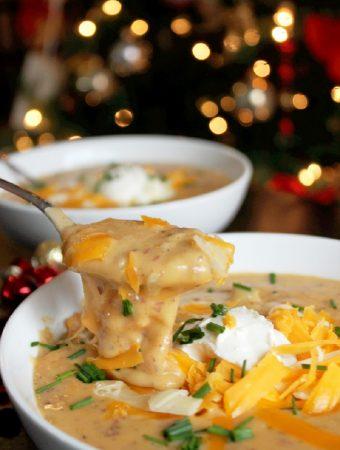 Slow Cooker Roasted Garlic Baked Potato Soup